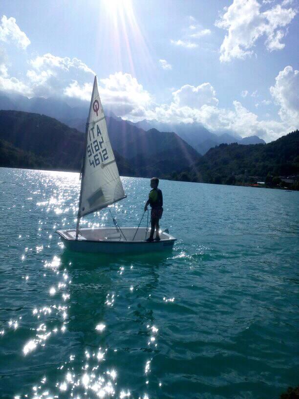 vela barcis con bambini